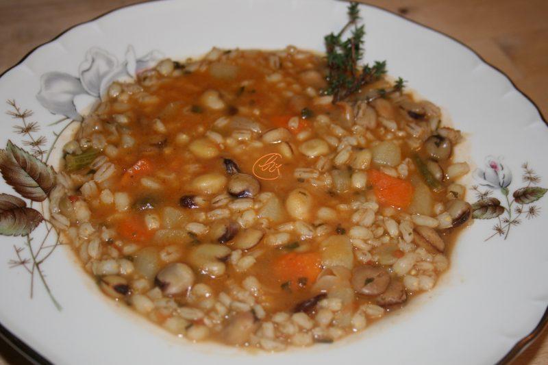 Zuppa di cicerchia e cavolo nero