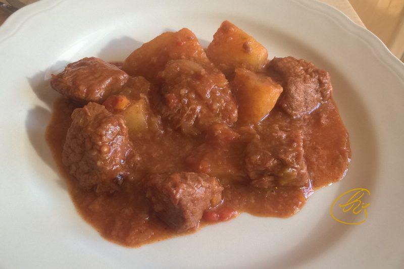 Spezzatino al sugo con patate