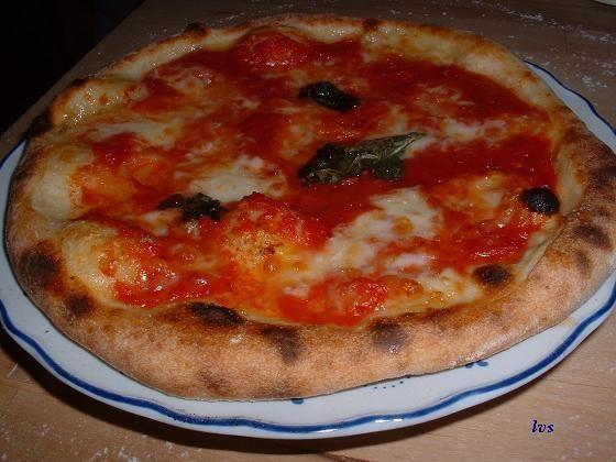 Pizza Napoletana (o meglio pizza al piatto con lievito liquido)