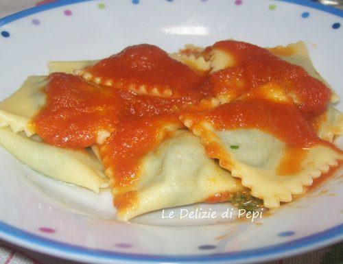 Ravioli ripieni di formaggio e spinaci