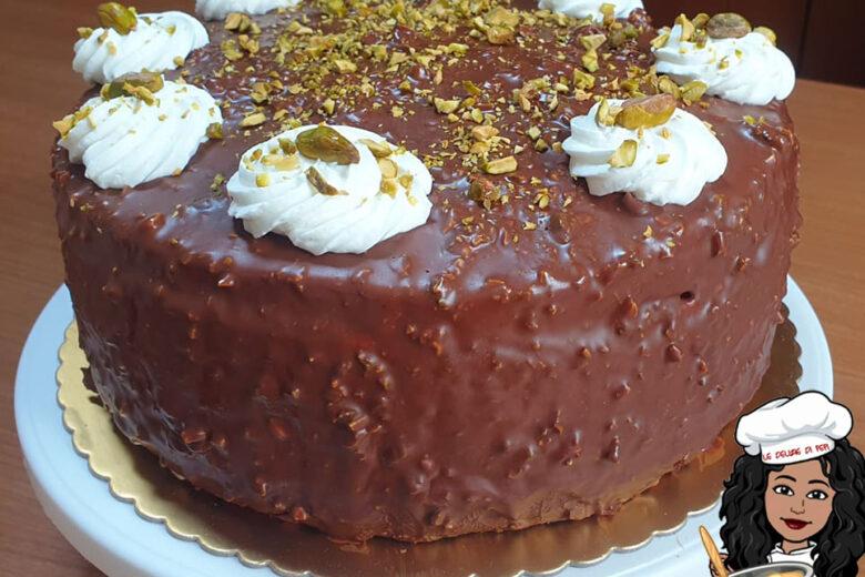 Torta golosa al cioccolato con pistacchio