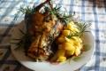Coniglio con rosmarino e patate