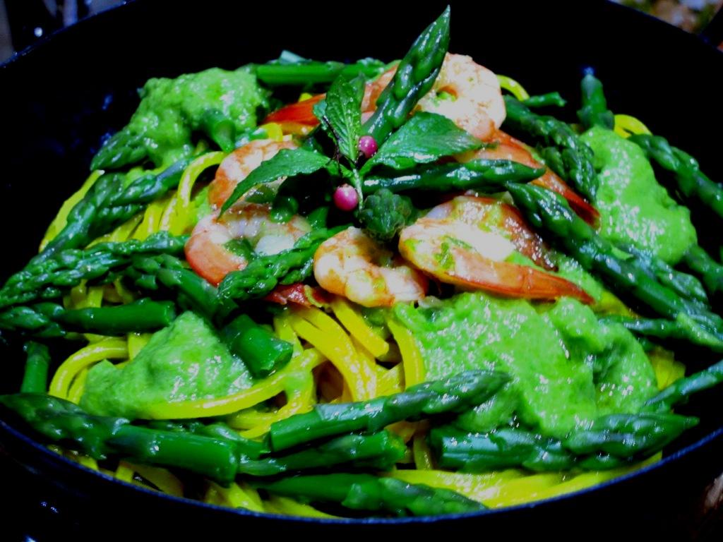 Spaghetti gamberi e punte di asparagi