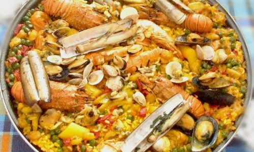 Paella di pesce piatto spagnolo