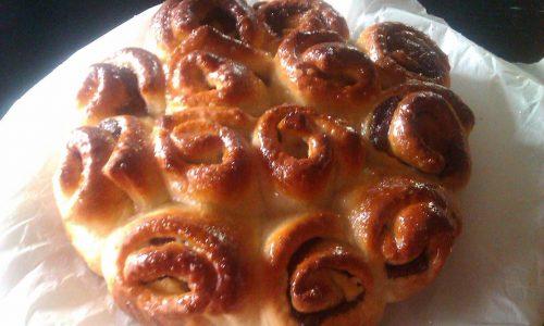 Pan brioche a forma di rose dessert
