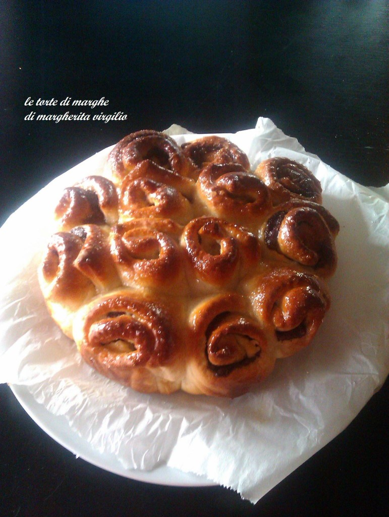 Pan brioche a forma di rose