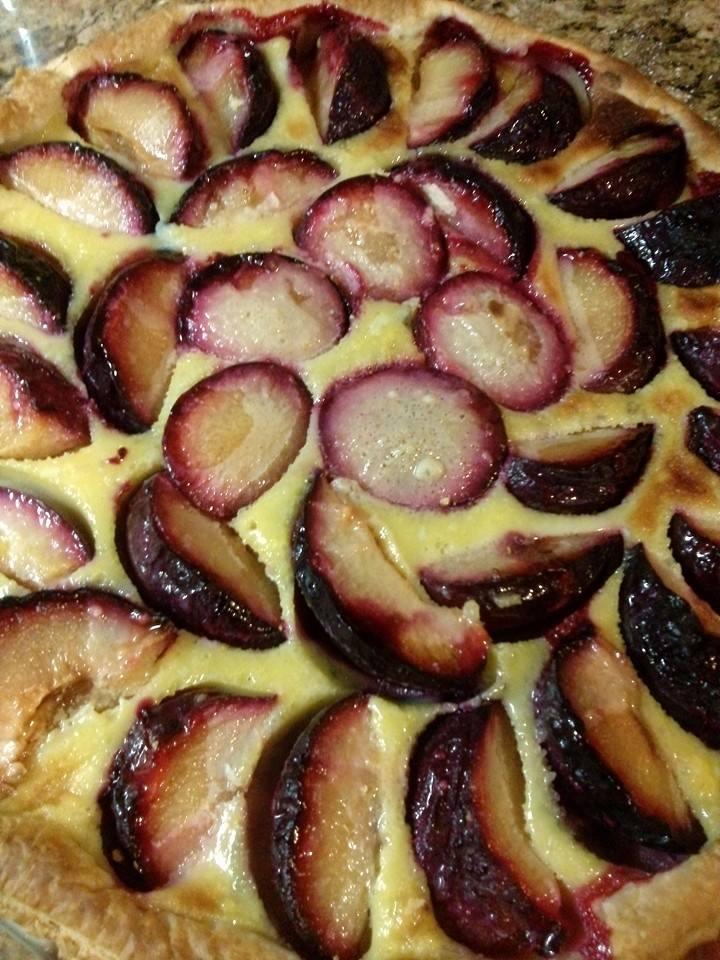 Torta di prugne con pasta sfoglia