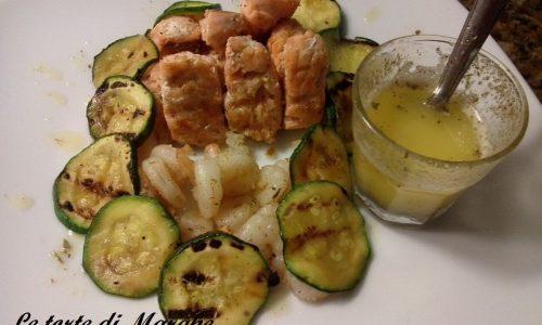 Bocconcini di salmone con gamberetti e zucchine