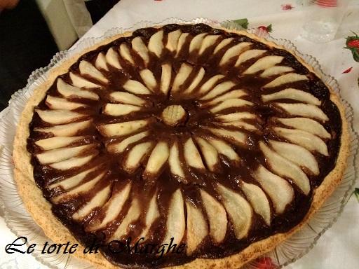 Crostata con crema al cioccolato e pere.