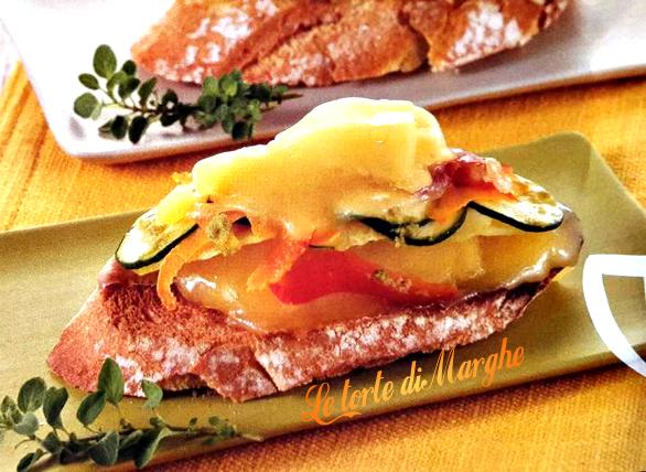 Crostini al prosciutto e verdure
