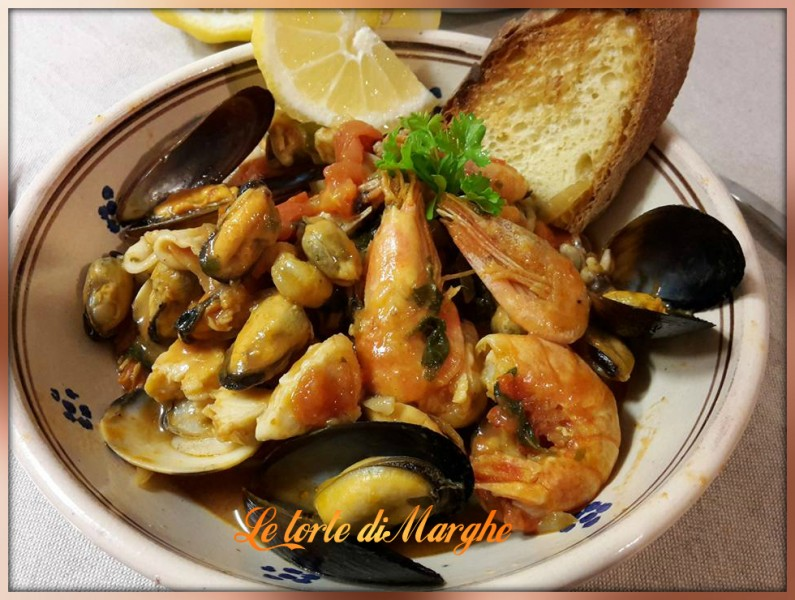 Zuppa-di-pesce-misto-alla-spagnola-795x600 Zuppa di pesce misto alla spagnola