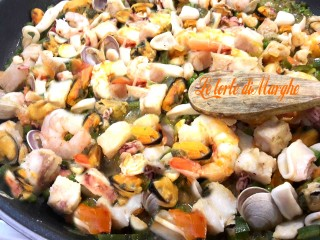 Zuppa-di-pesce-misto-alla-spagnola1-320x240 Zuppa di pesce misto alla spagnola