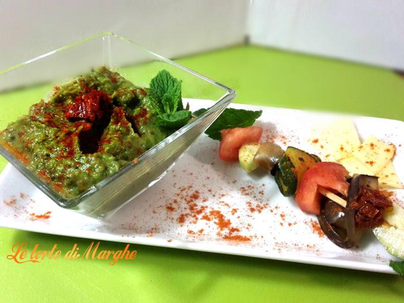 piselli alla menta con spiedini di verdure