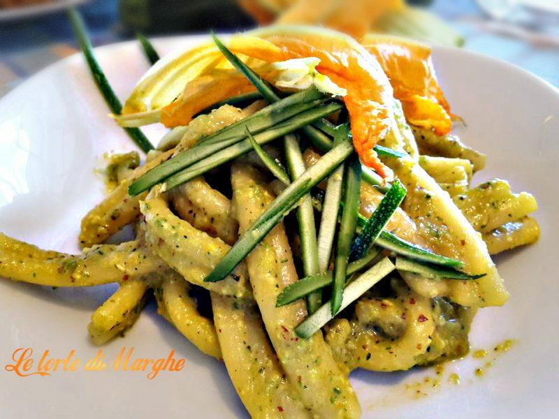 Pasta con pesto di zucchine alle mandorle