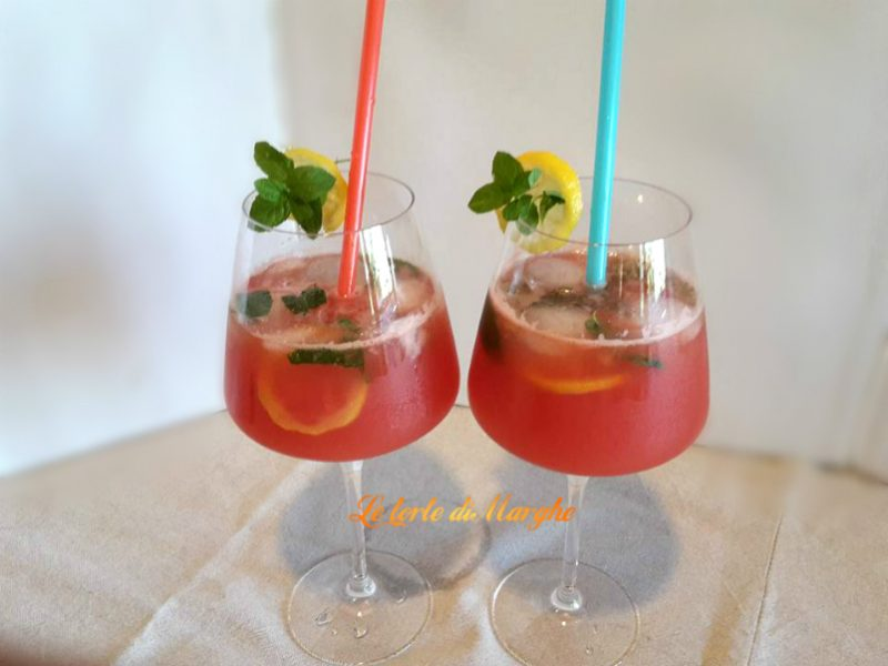 Cocktail con succo di anguria analcolico