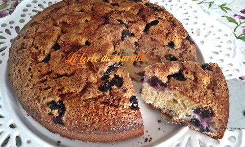 Torta con uva nera semplice e genuina