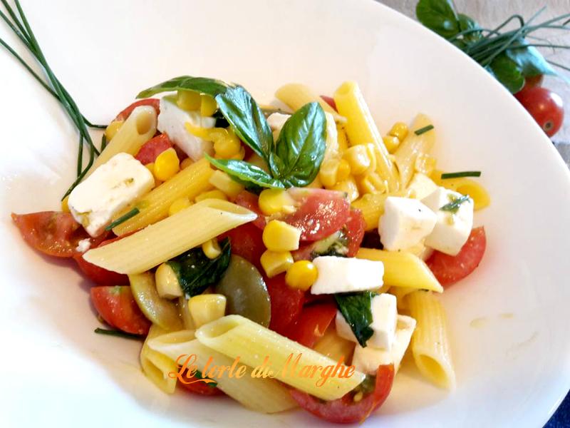 insalata di pennette con feta greca e olive