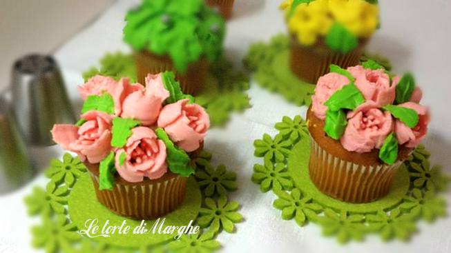 Cupcake con crema mascarpone colorata