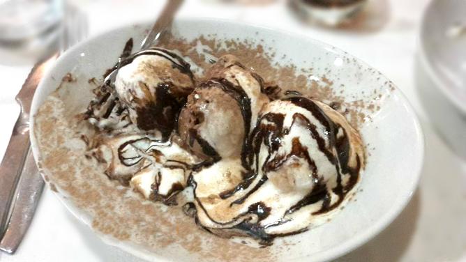 Profiteroles variegato al cioccolato