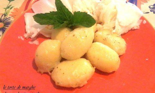 Gnocchi di patate al burro ripieni di ricotta