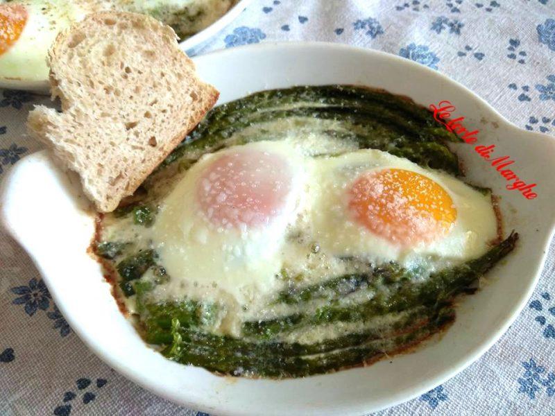 asparagi uova e salsiccia