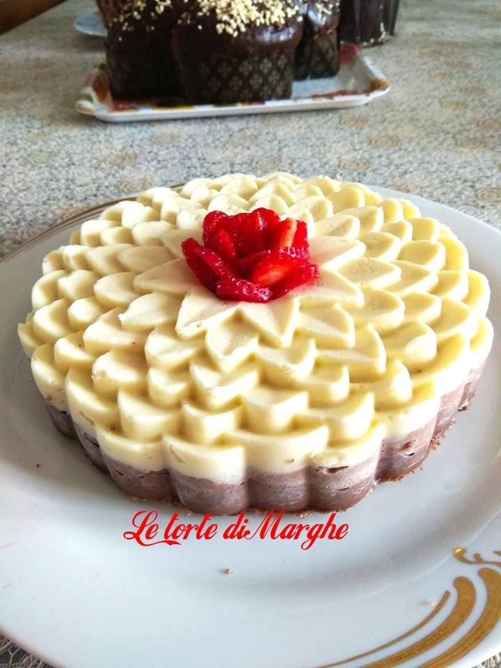 Torta mousse ai tre cioccolati bianco latte fondente