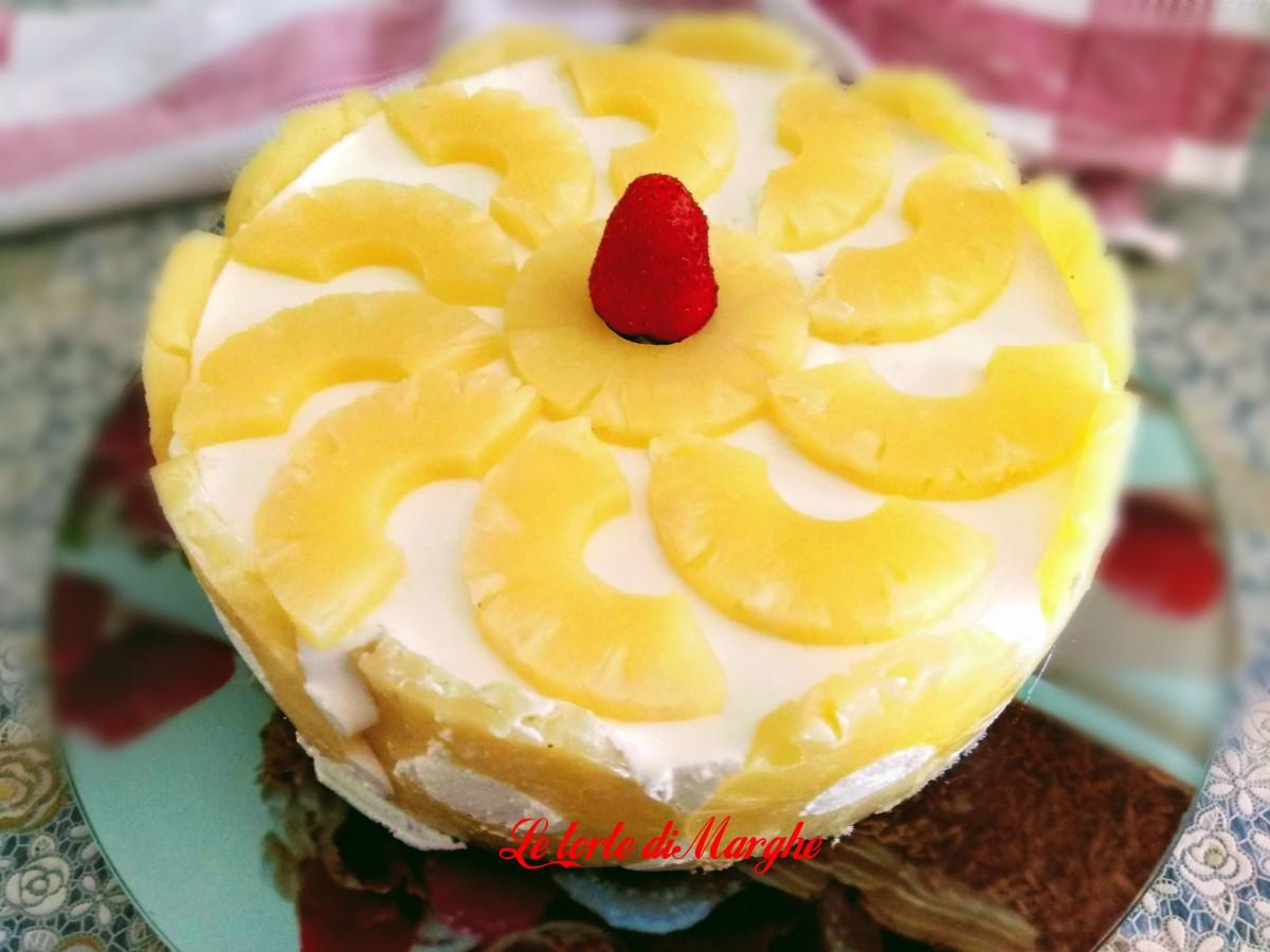 Torta allo yogurt e ananas morbida e fresca