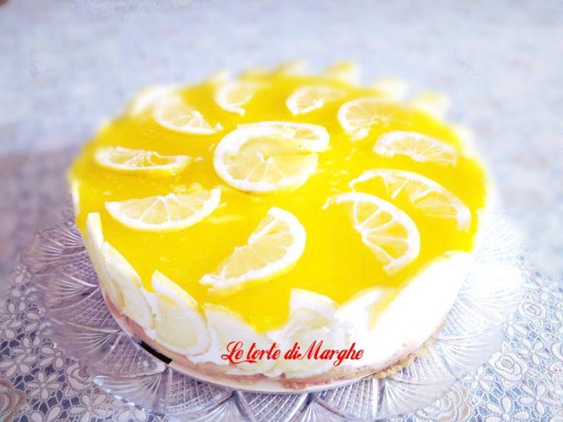 Torta con panna e gelèe di limone