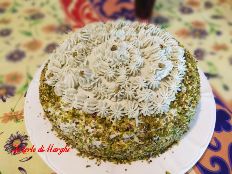 Torta farcita con crema di pistacchi