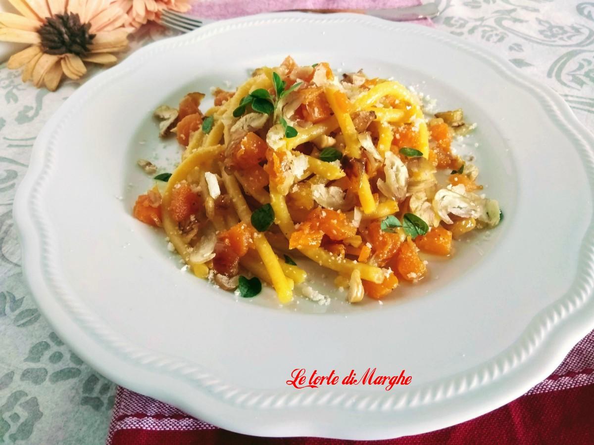Bigoli all'uovo con zucca e castagne