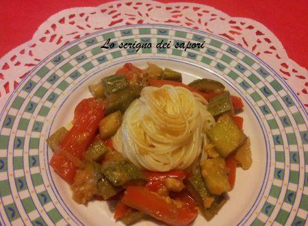 Spaghetti con caponata di verdure