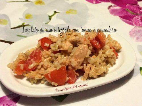 Insalata di riso integrale con tonno e pomodoro
