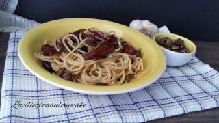 Spaghetti con pomodori secchi e olive taggiasche