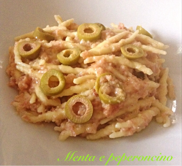 Ricetta Trofie caserecce con olive e pesto di speck