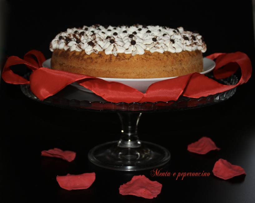 Ricetta Torta paradiso con panna e gocce di cioccolato