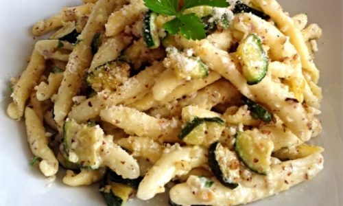 Ricetta Strozzapreti con zucchine nocciole e panna