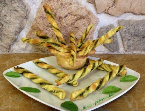 Grissini di brisè con salsa al basilico
