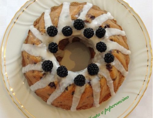 Ciambella soffice alle more