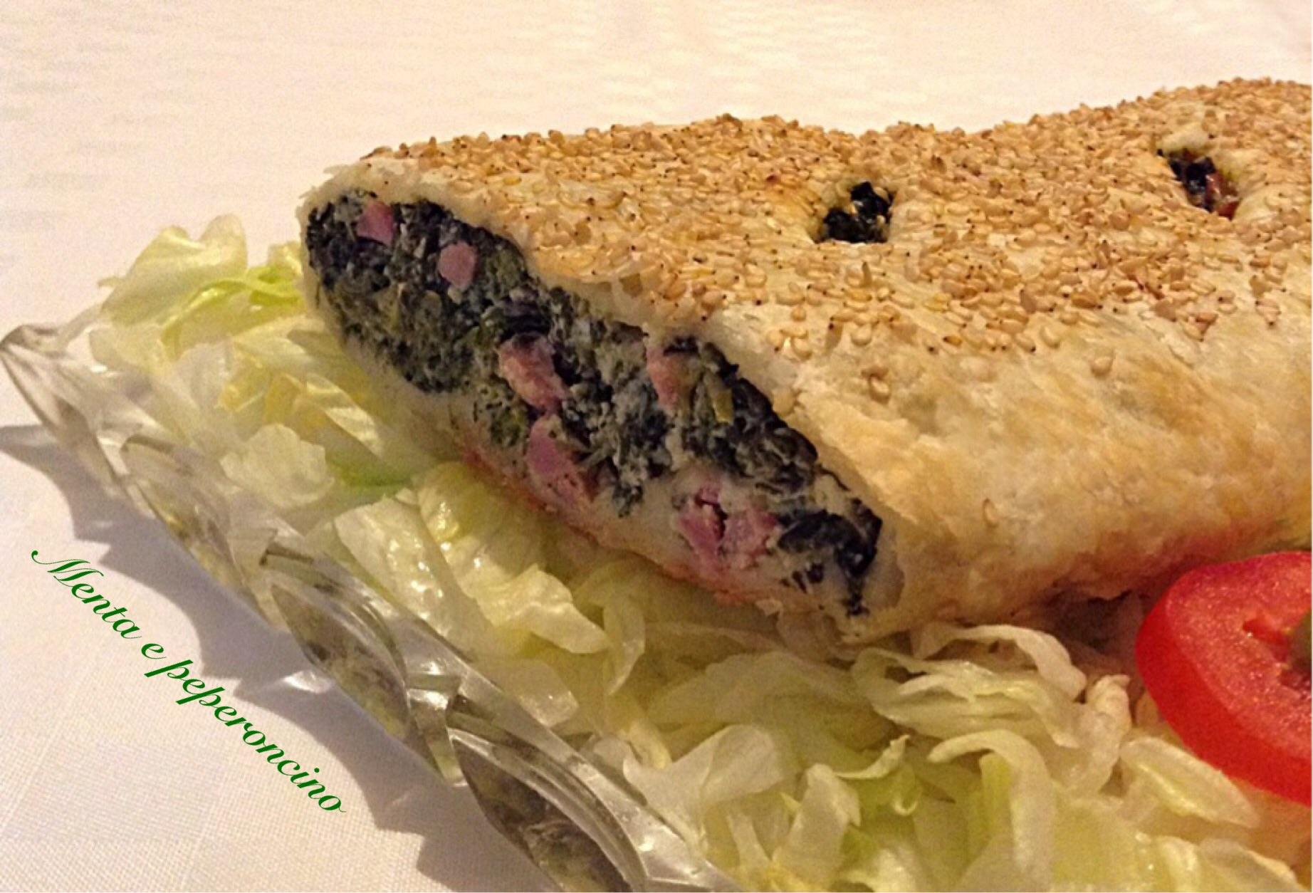 Strudel con spinaci prosciutto e formaggi