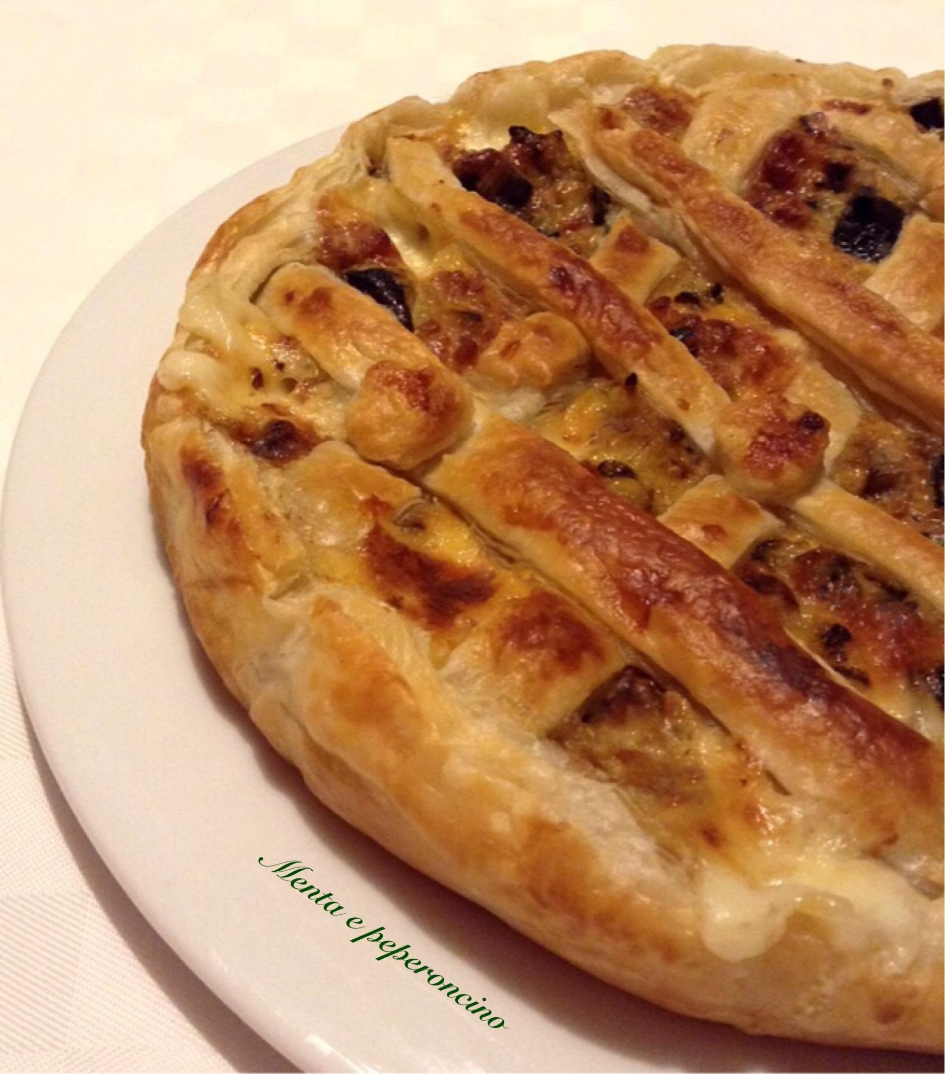 Crostata con salsiccia melanzane e formaggio