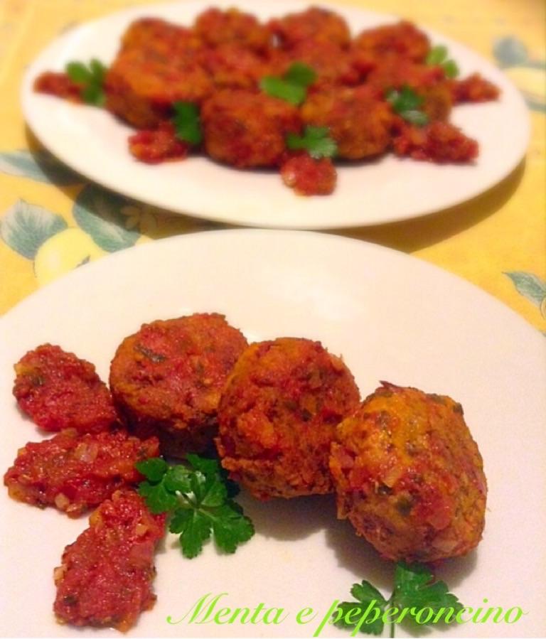 Polpette di fagioli e pancetta al sugo