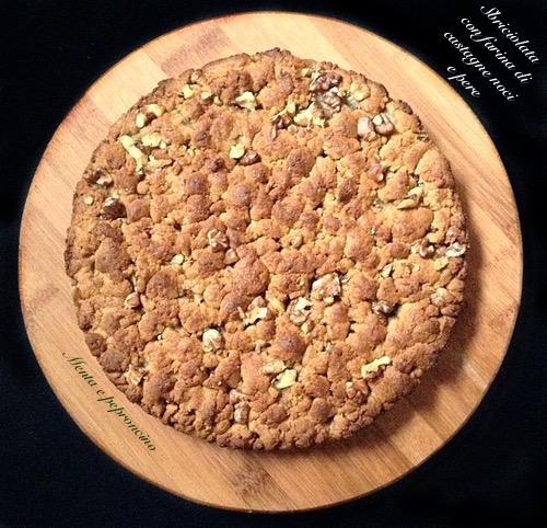 Sbriciolata con farina di castagne noci e pere