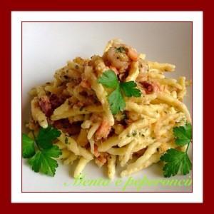 Ricetta Trofie casereccie con salmone gamberetti e noci