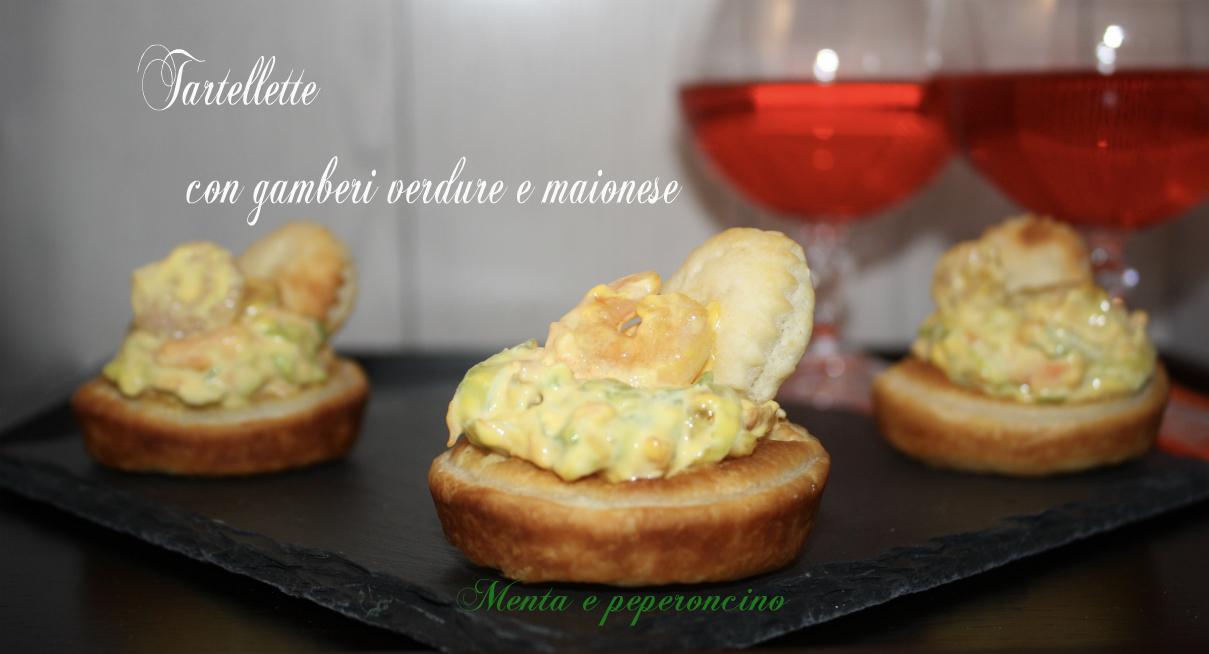 Tartellette con gamberi verdure e maionese
