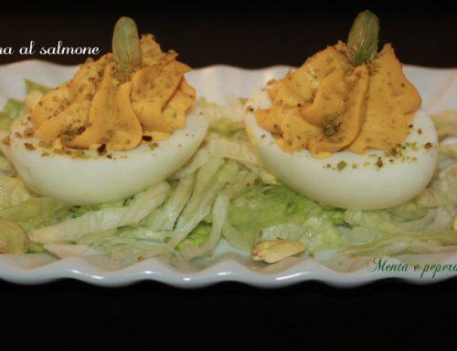 Uova ripiene con crema al salmone e pistacchi