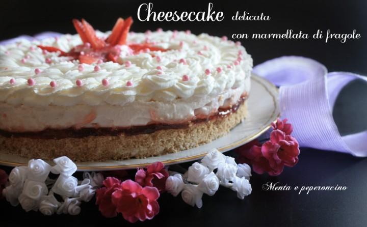 Cheesecake delicata con marmellata di fragole