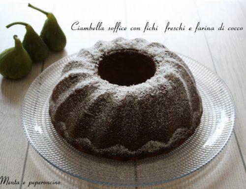 Ciambella soffice con fichi freschi e farina di cocco