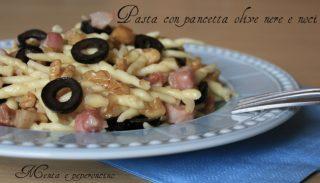 Pasta con pancetta olive nere e noci