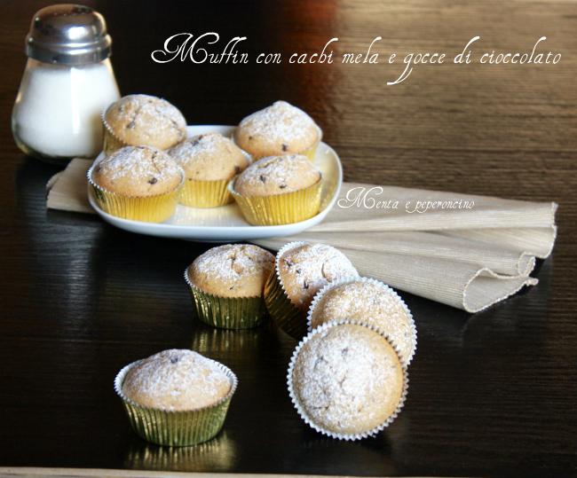 Muffin con cachi mele e gocce di cioccolato