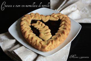 Crostata a cuore con marmellata di mirtilli
